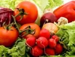 Чи корисні ранні овочі та фрукти