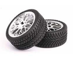 Що означають написи на шинах