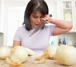 Як різати цибулю без сліз