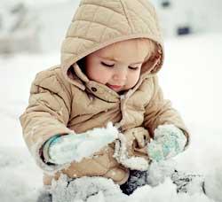 Як і скільки потрібно гуляти з дитиною взимку