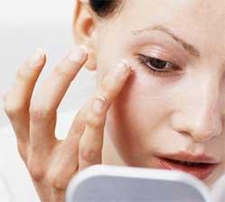 Як позбутися мішків під очима. Народні засоби